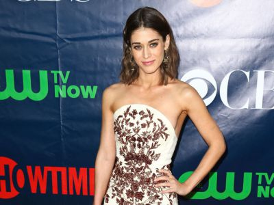Perfect look: Lizzy Caplan w sukience Marchesa