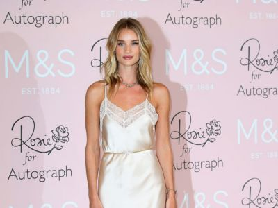 Perfect look: Rosie Huntington-Whiteley w bieliźnie?