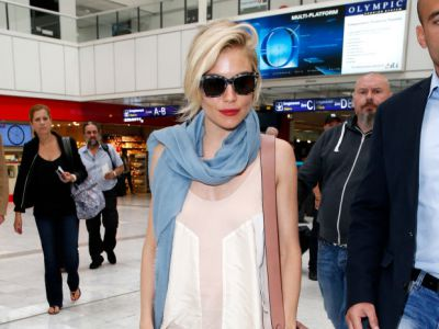 Perfect look: Sienna Miller na lotnisku