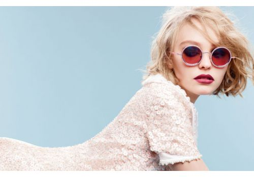 Perfect look: Lily-Rose Depp w okularach Chanel